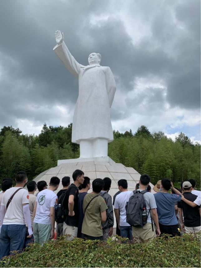 汉白玉主席雕像.jpg